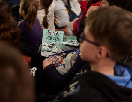 Magiczna Latarnia | Kto wrobił Królika Rogera [ cykl spotkań filmowych dla najmłodszych, zbliżenie na uczestników klubu Magicznej Latarni oraz na komiks, nawiązujący do tematyki spotkania]