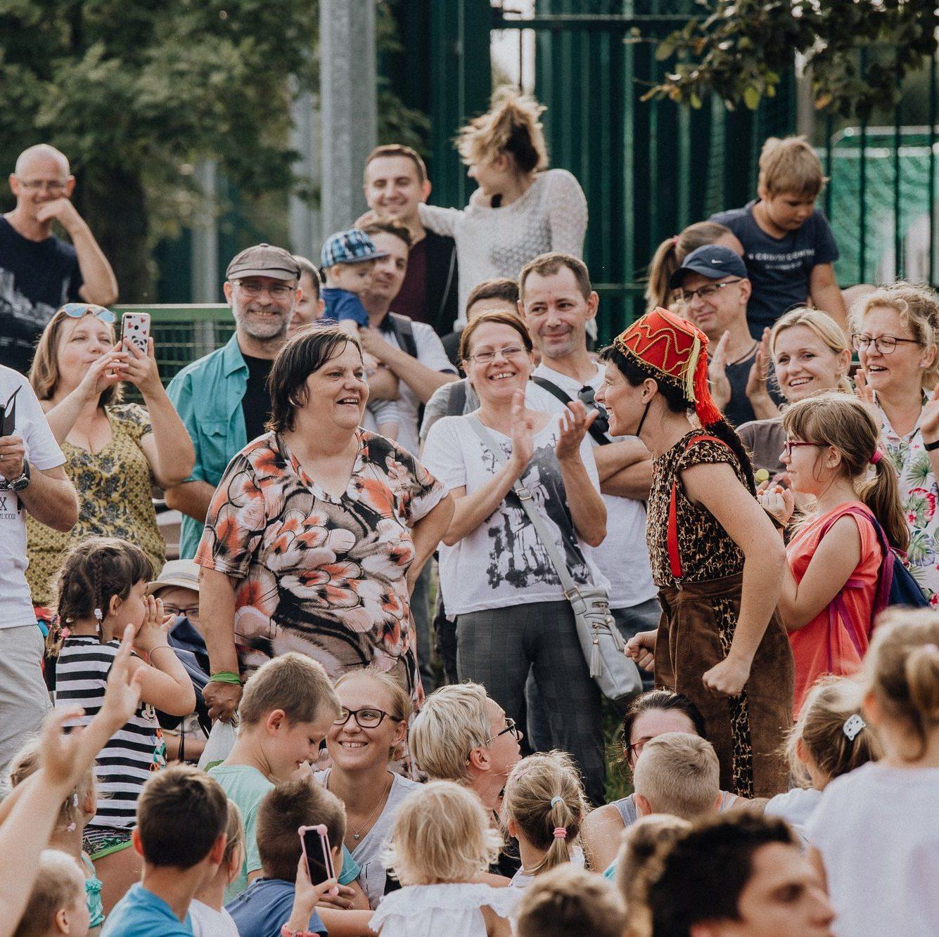 Publiczność podczas Cyrku Podwórkowego
