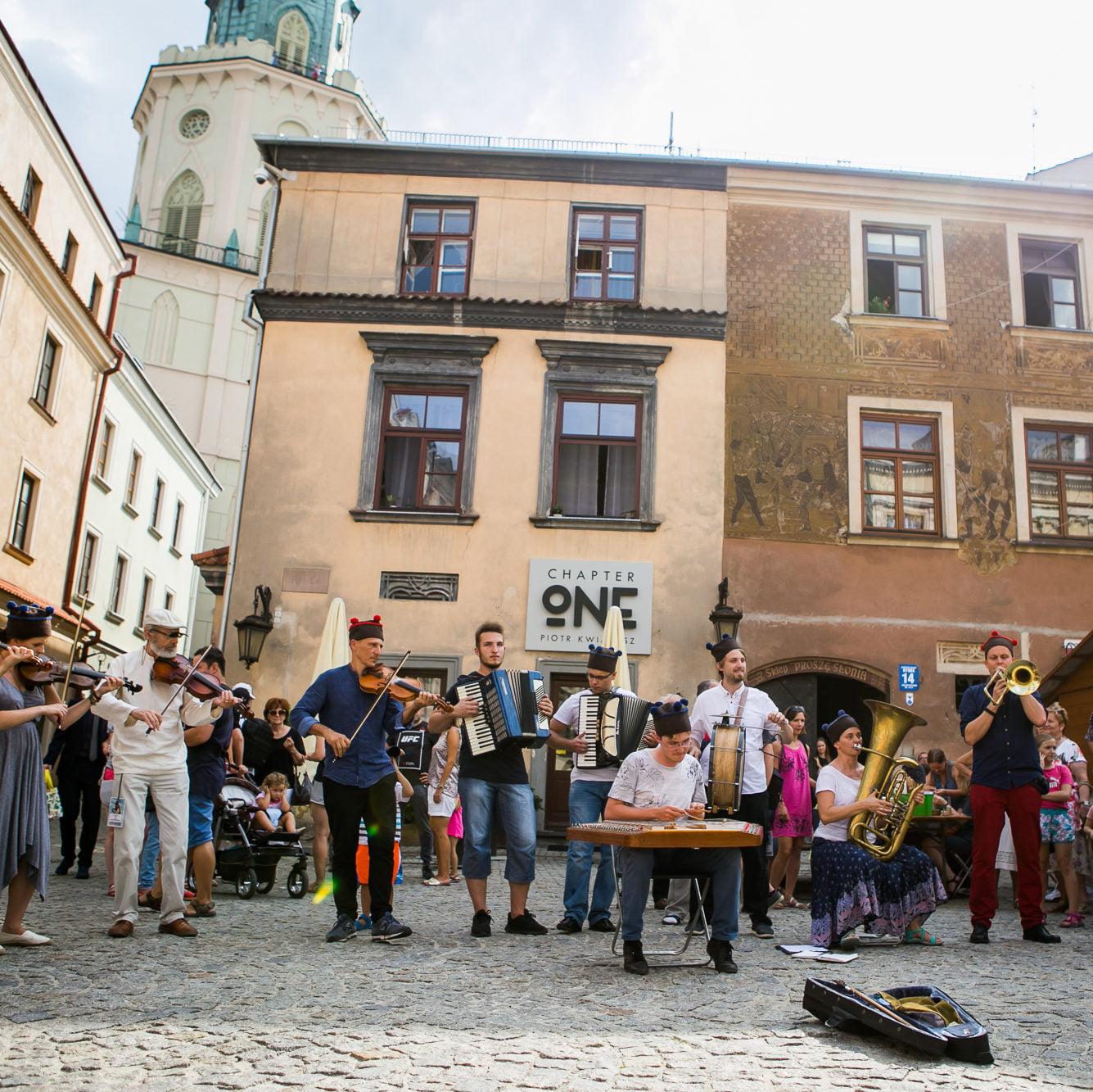 Występ orkiestry Jarmarku Jagiellońskiego na Rynku Starego Miasta