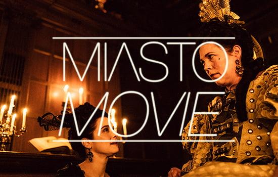 Kadr z filmu Faworyta, na zdjęciu dwie kobiety, główne bohaterki filmu w strojach i fryzurach z epoki wiktoriańskiej