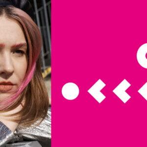 Po lewej stronie zdjęcie dziewczyny. Po prawej geometryczne wzory na różowym tle.