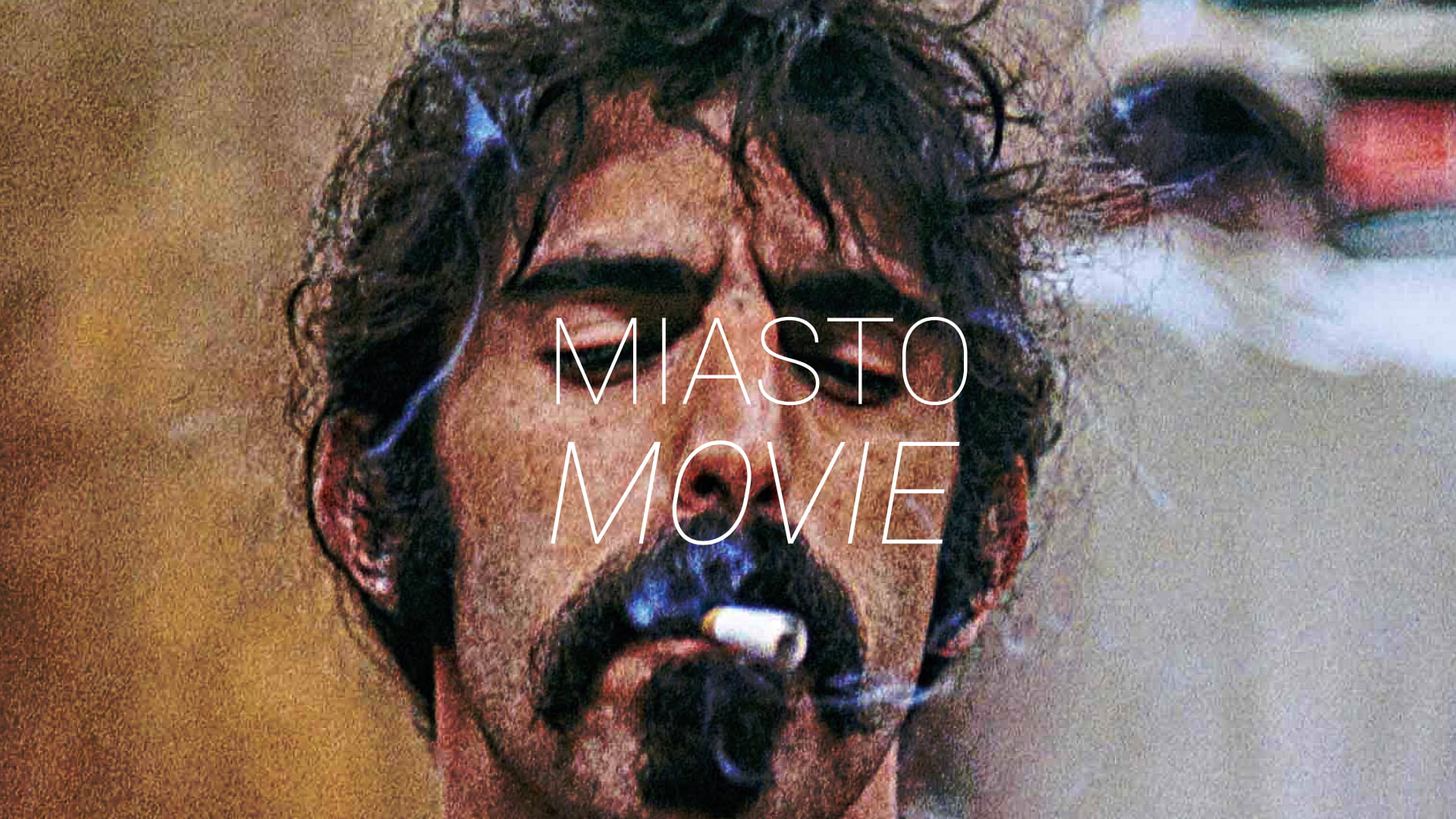 Zdjęcie przedstawia mężczyznę palącego papierosa. Na środku napis Miasto Movie.