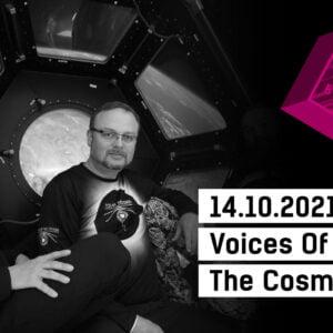 Zdjęcie trzech mężczyzn. logo Strefa Innych Brzmień oraz napis 14.10.2021, 19.00 Voices Of The Cosmos.