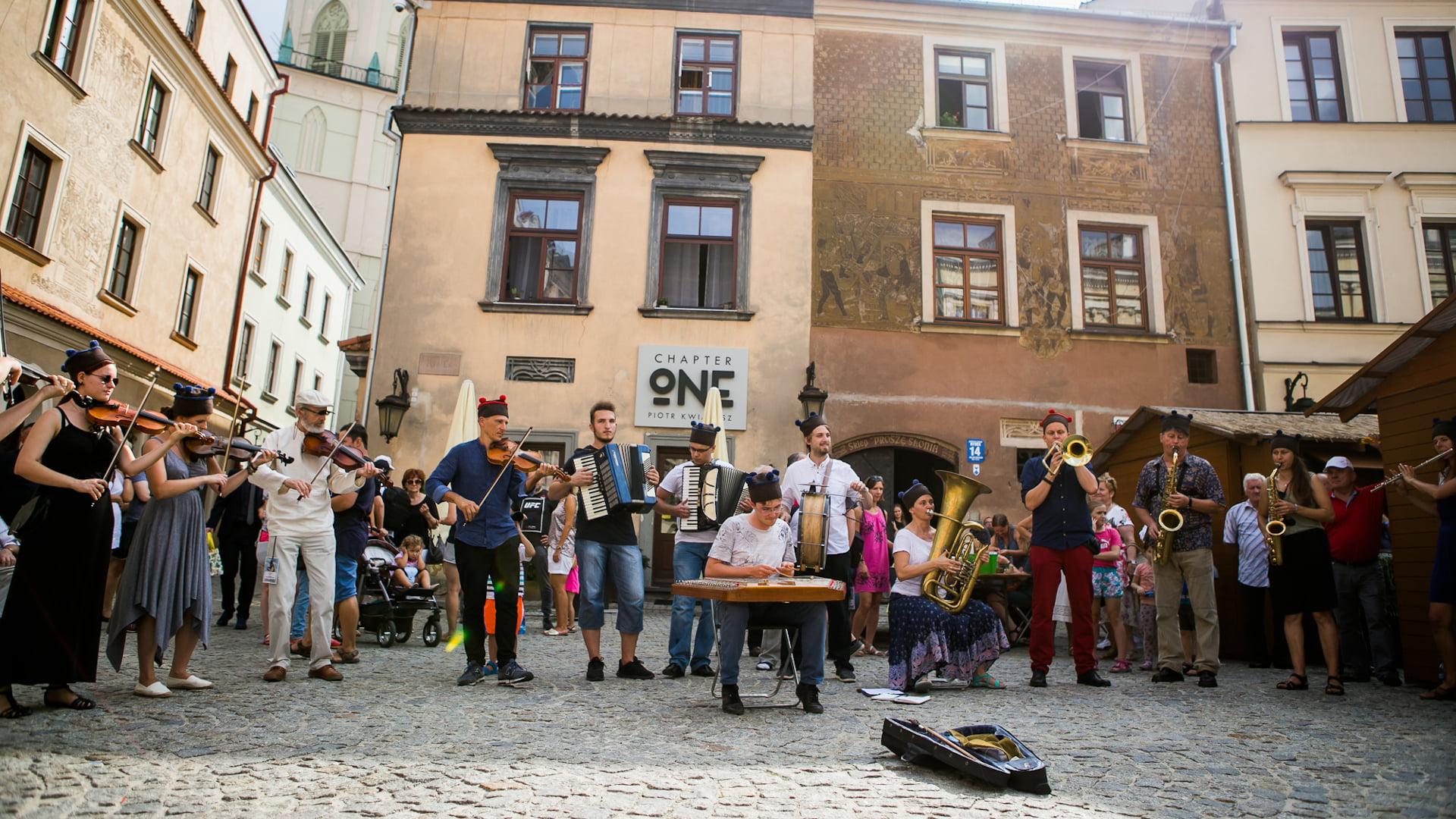 Koncert orkiestry na Rynku Starego Miasta w Lublinie